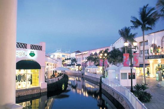 cancun mall